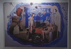 """""""Modern Cave Man"""", czyli kultura współczesnych squattersów na wystawie Joanny Nowek"""