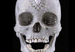 Sztuka Damiena Hirsta, czyli diamentowa czaszka, chmara much i rekin w formalinie
