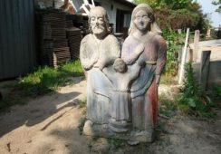 Zabytkowe sakralia oraz okiennice odnalezione na prywatnej posesji w Krakowie