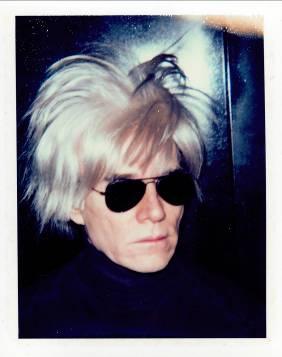 ANDY WARHOL, Self-Portrait with Fright Wig, 1986 unique Polacolor ER print, 4 1/4 x 3 3/8 in. Estymacja $15,000-20,000 źródło: chriesties.com
