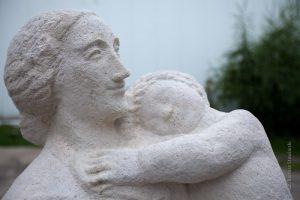 Alina Szapocznikow, Matka z dzieckiem, źródło: artmuseum.pl