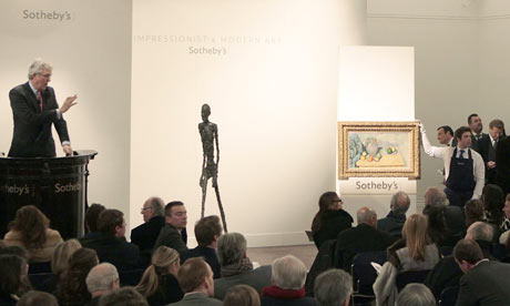 lberto Giacometti's sculpture L'Homme qui marche at Sotheby's, źrodło: Getty Images