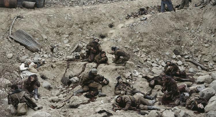 Jeff Wall, Dead Troops Talk (A vision after an ambush of a Red Army patrol, near Moqor, Afghanistan, winter 1986) (1992), $3,666,500, źrodło: christies