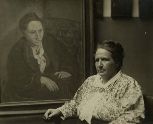 Man Ray, fotografia Gertrudy Stein z portretem autorstwa Picassa, 1922 rok, źródło: San Francisco Man Ray Trust