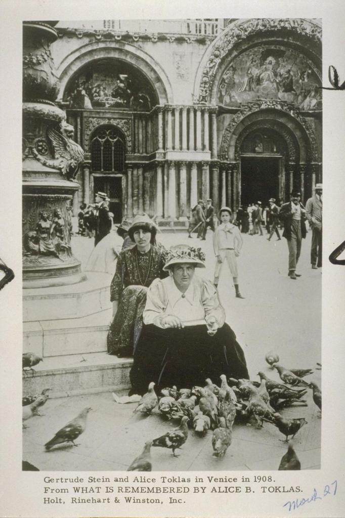 Fotografia z 1908 roku pokazująca Gertrudę Stein i Alicję Toklas w Wenecji, źródło: UC Berkeley Library