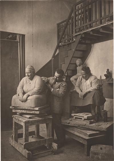 Man Ray, Gertrude Stein pozuje Jo Davidsonowi, 1923 rok, źródło: Man Ray Trust