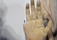 Turysta zniszczył bezcenną rzeźbę sprzed 600 lat