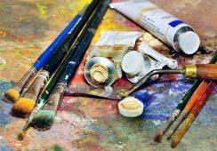 Artysto aplikuj, czyli różnice między galerią komercyjną, a galerią miejską