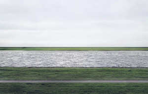 Andreas Gursky - Rein II (1999)  © Andreas Gursky