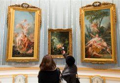 Robienie zdjęć w muzeach – irytujący nawyk?
