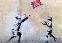 Aukcja dzieł Banksy'ego wywołała oburzenie artysty