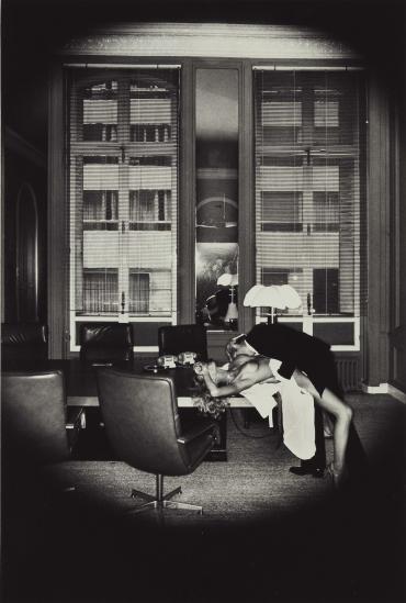 Helmut Newton.  Office Love. 1977. Paryż, Kolekcja prywatna