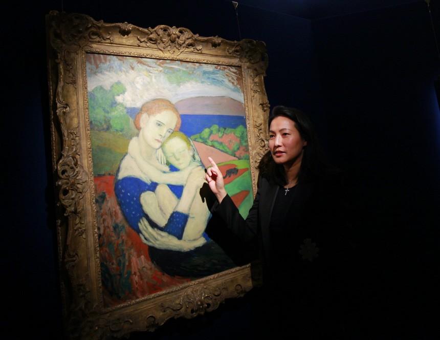 "Pablo Picasso ""Mère et enfant"", na pierwszym planie Patti Wong (Sotheby's Asia), źródło: Sotheby's"