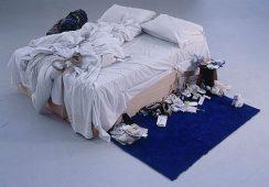 Brudne łóżko Tracey Emin jedzie do Tate Modern