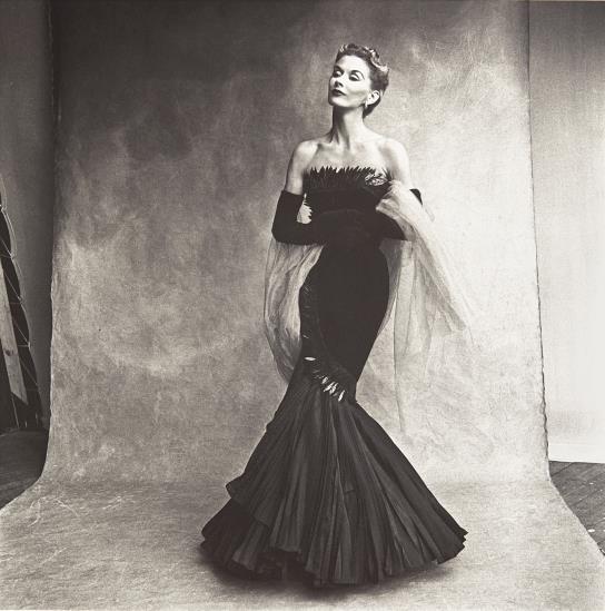 Irving Penn, Mermaid Dress (Rochas), Lisa Fonssagrives-Penn, 1950, źródło: Phillips de Pury, Nowy Jork