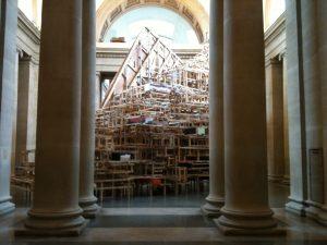 """Część instalacji """"Dock"""" (2014)  Phyllidy Barlow, źródło: Tate Britain"""