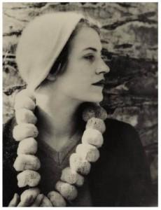 Man Ray, Lee Miller au collier d'eponges, 1930-1931, źródło: Sotheby's