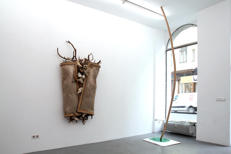 Bartosz Kokosiński, Widok z wystawy indywidualnej Crack Knoll Galerie Wien, Wiedeń. Fot. dzięki uprzejmości artysty.