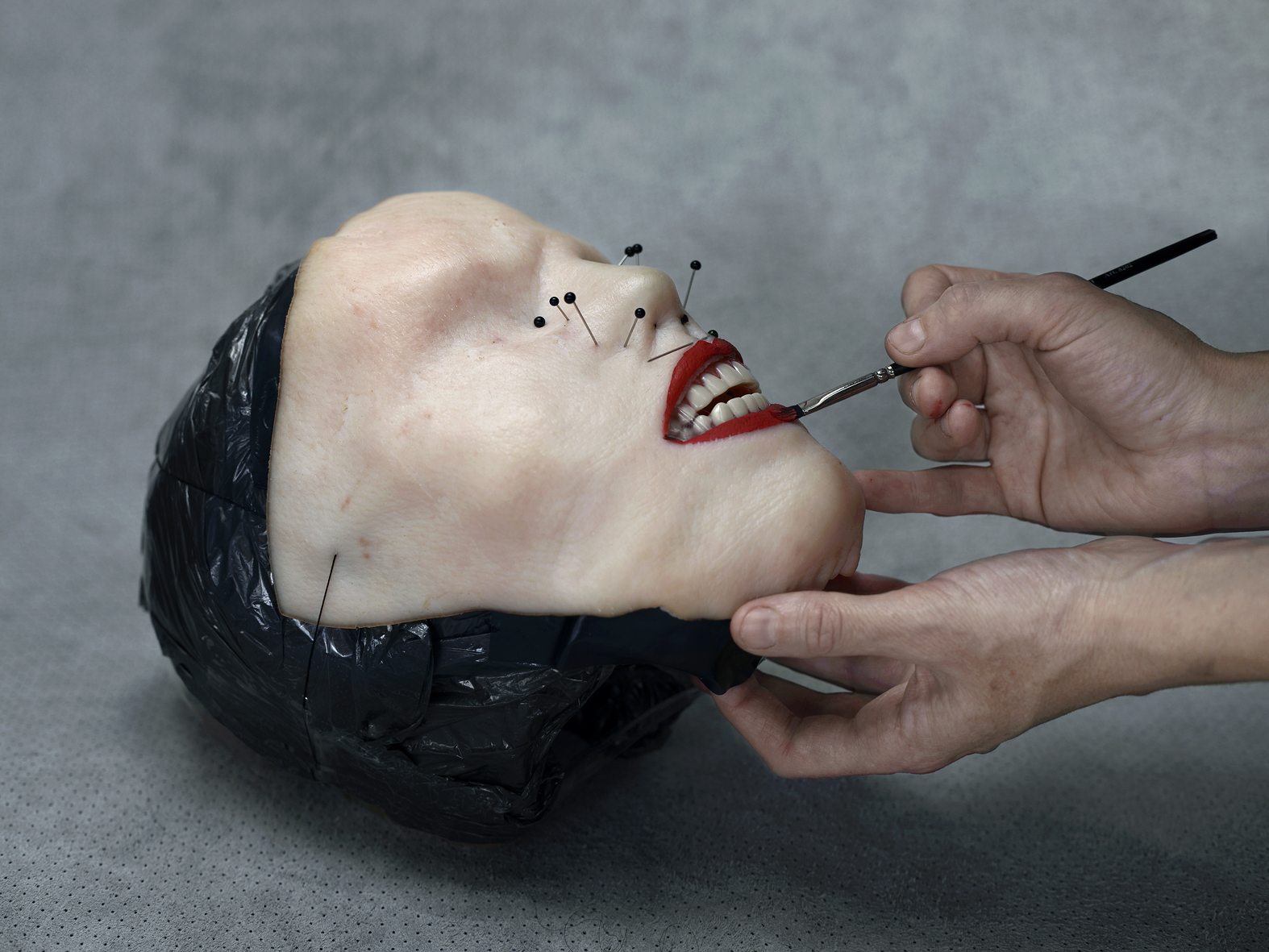 Aneta Grzeszykowska, Selfie, 2014, tusz pigmentowy na papierze bawełnianym, 27 x 36 cm, ed. of 3 + 1 A.P, źródło: Galeria Raster w Warszawie