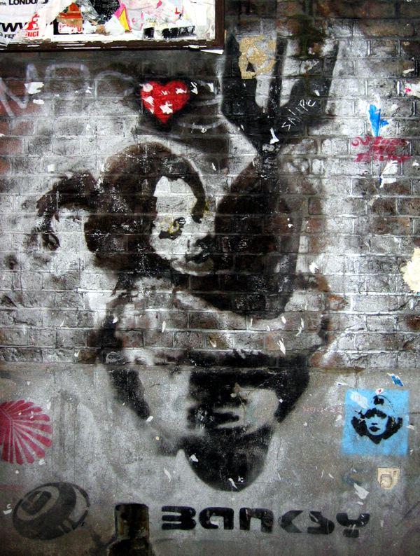 Praca Banksyego poruszająca problem wojny, źródło: Wikipedia