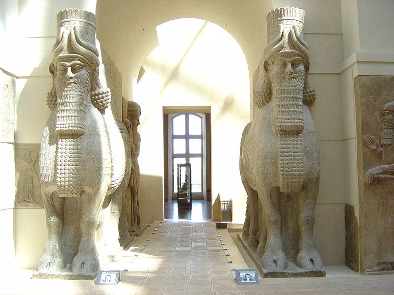 Lamassu stojące u bram Khorsabad, dzisiaj w kolekcji Luwru, źródło: Wikipedia