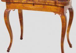 Zabytkowy stolik wraca do zbiorów Łazienek Królewskich