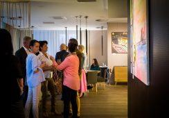 """""""Światła miasta"""" – relacja z wernisażu wystawy Justyny Pennards-Sycz w Food Art Gallery"""