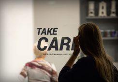 """Wernisaż wystawy """"Take Care"""" Piotra Saula w Galerii Kuratorium w Warszawie"""