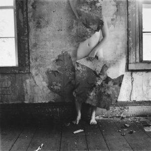 Francesca Woodman, Przestrzeń, 1977, źródło: artnet.com