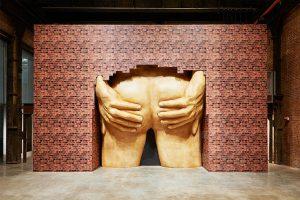 "Anthea Hamilton, Project for Door (After Gaetano Pesce), 2015 Instalacja z wystawy ""Anthea Hamilton: Lichen! Libido! Chastity!"" w SculptureCenter w Nowym Jorku, źródło: Tate Britain"