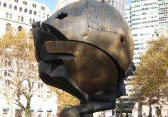 Rzeźba, która przetrwała atak z 11 września, powraca na miejsce World Trade Center