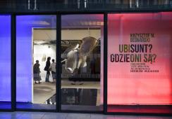"""Poszukiwanie Moby Dicka, czyli fotorelacja z wystawy Krzysztofa Bednarskiego """"Ubi sunt?Gdzie oni są?"""" w ART MAIN STATION by mia"""