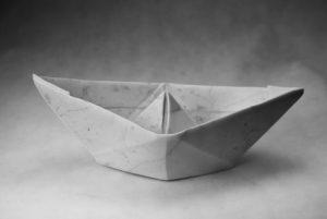 Michał Jackowski, Boat, marmur karraryjski, 2015, materiały dzięki uprzejmości artysty