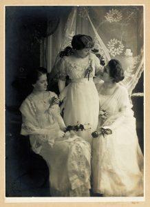 03-helena-maria-i-maria-lwow-przed-1917-fot-c-archiwum-mng