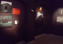 """""""Ktoś chodził wokół naszego domu"""" – fotorelacja z wystawy Olgi Pawłowskiej, FRESZ Gallery, Kraków"""