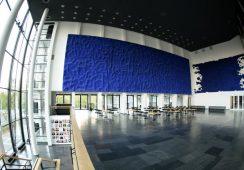 Dzieło Yvesa Kleina zniszczone podczas wystawy w Brukseli