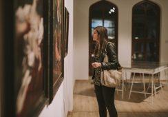 """Wystawa """"Art WORK/ PL-UA Artyści o pracy"""" – fotorelacja z wernisażu"""