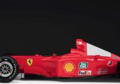 Bolid Formuły 1 na aukcji sztuki współczesnej w Sotheby's