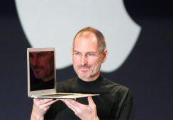 Trzy autografy Steve'a Jobsa na marcowej aukcji