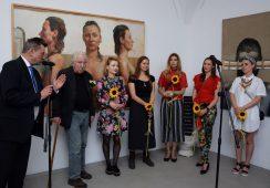 """Fotorelacja z wernisażu wystawy """"Pięć panien roztropnych i jeden mężczyzna lekkomyślny"""" we wrocławskiej Galerii Miejskiej"""