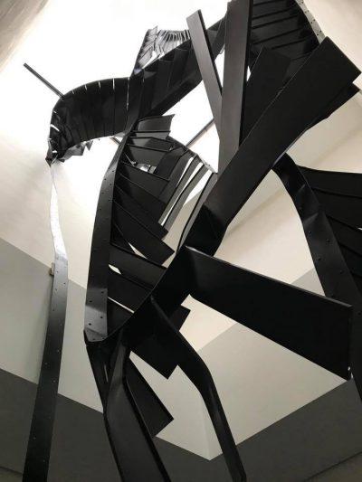 Monika Sosnowska, schody, 2016-17; źr. fb Muzeum Susch / Art Stations Foundation CH / rynekisztuka.pl