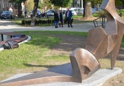 Co tu stoi? Subiektywny przegląd rzeźb plenerowych w Polsce