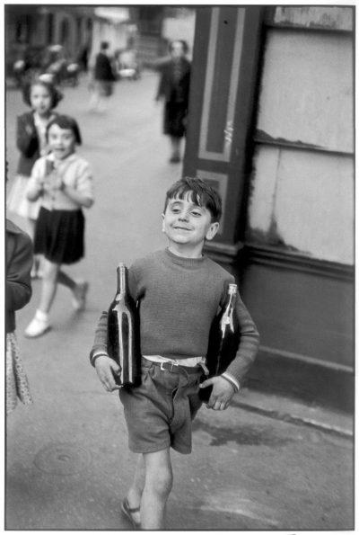 H. Cartier-Bresson, Rue Mouffetard, Paris 1954, 32 cm x 48 cm, źródło: ze zbiorów kolekcjonera
