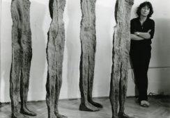 Odsłonięcie rzeźb Magdaleny Abakanowicz