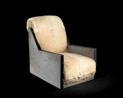 Jean Dunand, Fotel (1927-28) z lakierowanego drewna i koziej skóry w Metropolitan Museum of Art