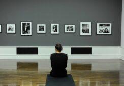 Helmut Newton: kontrowersyjne piękno